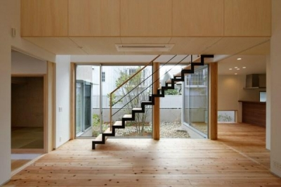 鴻池町の家 (開放的なリビング)
