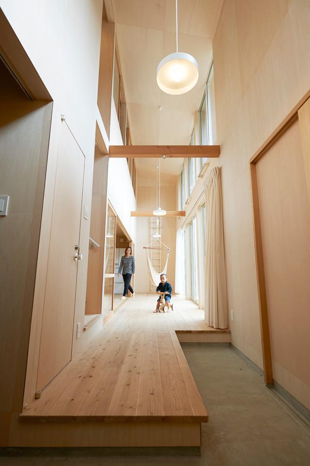 瀬戸八王子の家 (天井の高い縁側)