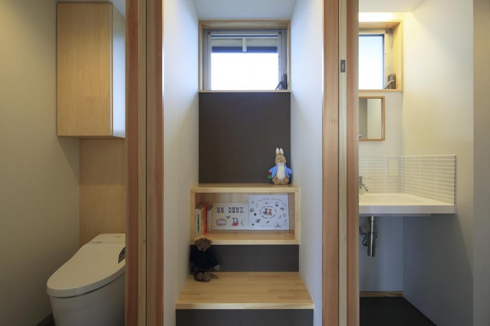 平塚町の家~20坪の豊かな暮らし~ (図書コーナー)
