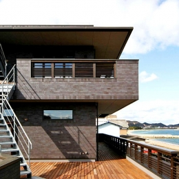 Ocean Fun House (海を臨む3階建ての外観)