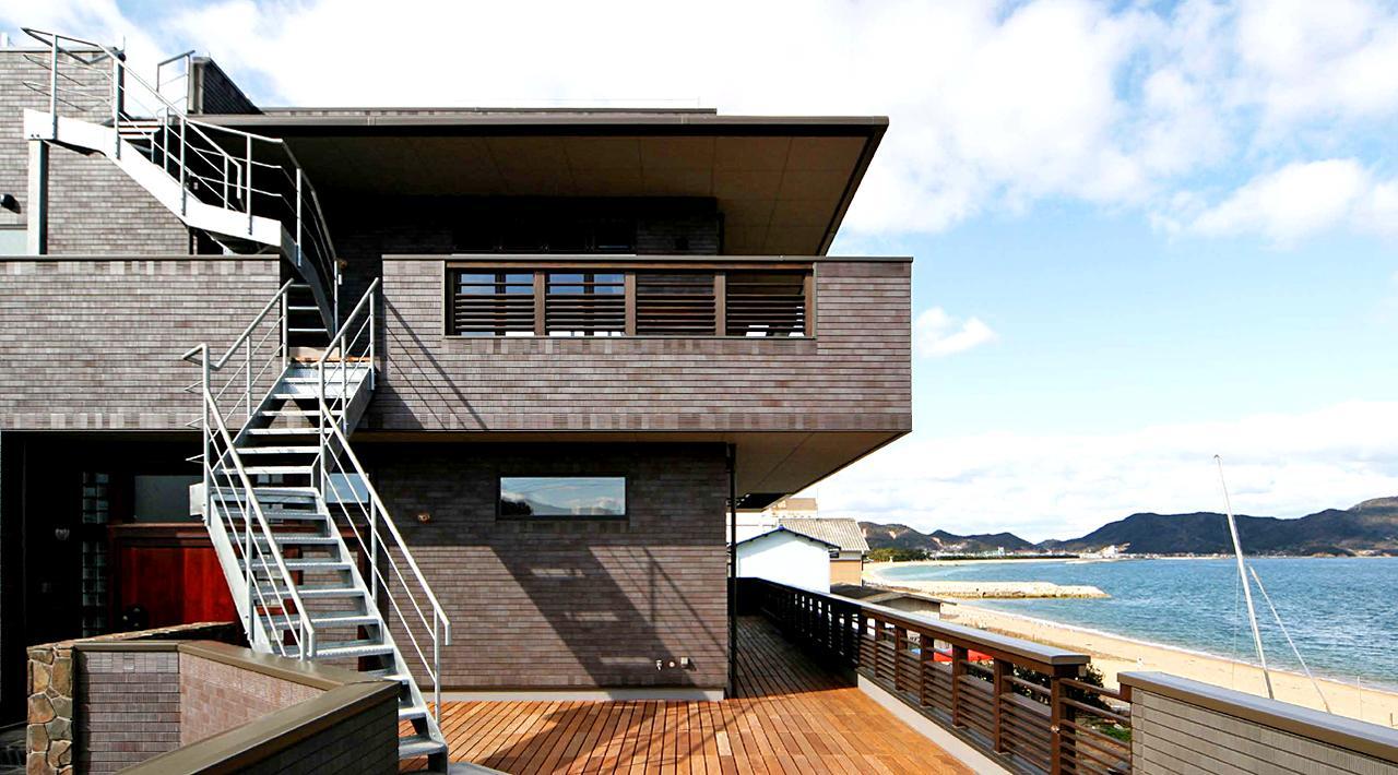 Ocean Fun Houseの部屋 海を臨む3階建ての外観