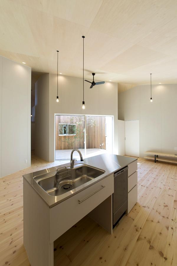 カタチのヒミツの写真 シンプルかつ機能的なオリジナルキッチン