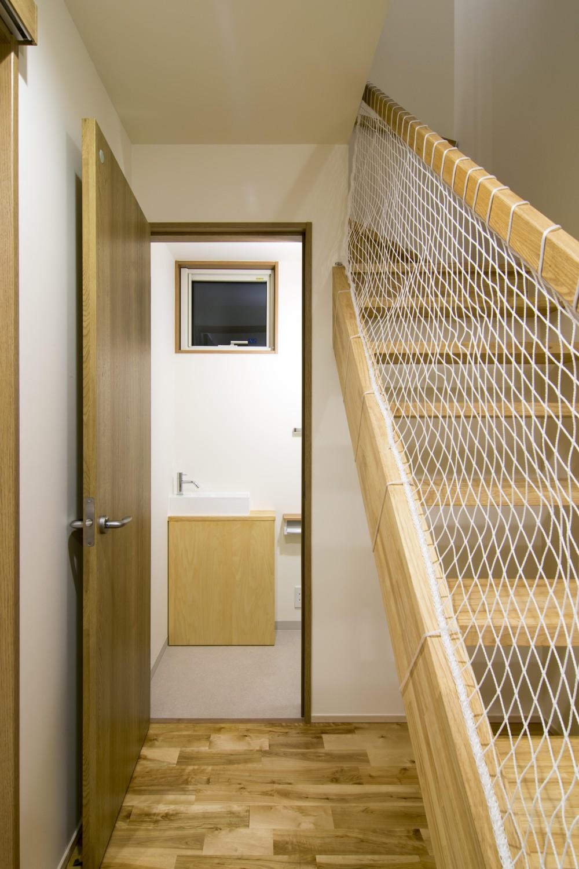 猫と茶の間暮らし すくすくリノベーションvol.8 (階段下のトイレ)