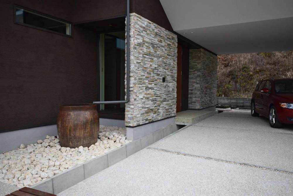 西条の家 House In Saijo (玄関)