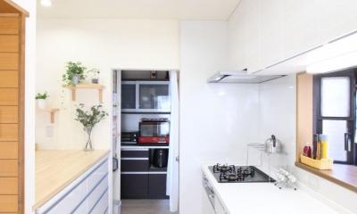 二世帯を楽しむ家 (キッチン)