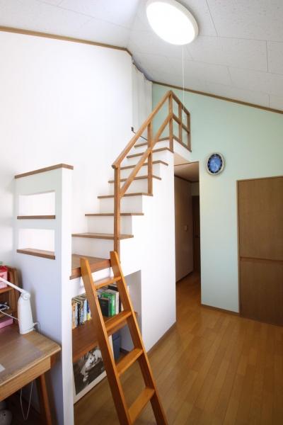 子供部屋 ロフト固定階段造作 (二世帯を楽しむ家)