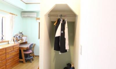 二世帯を楽しむ家 (子供部屋 ロフト階段下)