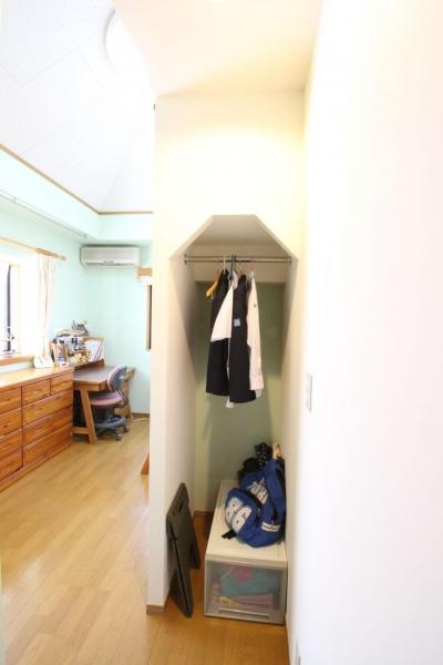 子供部屋 ロフト階段下 (二世帯を楽しむ家)