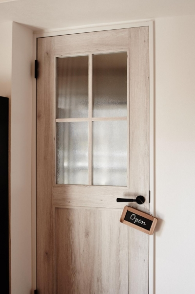 パリのアパルトマン風リノベ (ドア)