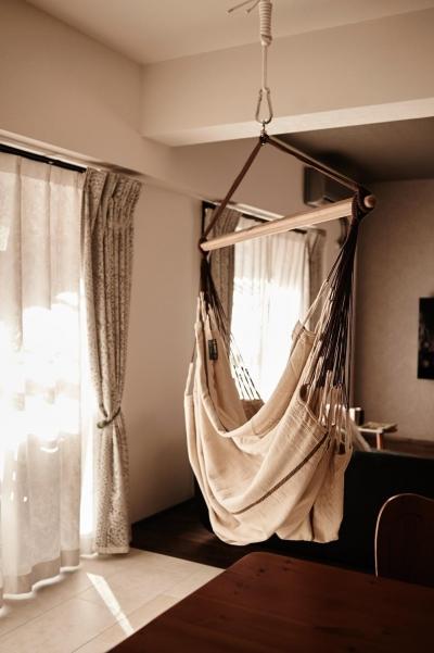 パリのアパルトマン風リノベ (ハンモックのある暮らし)