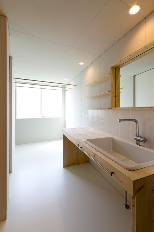 ヒシノイエの写真 木を感じる洗面室