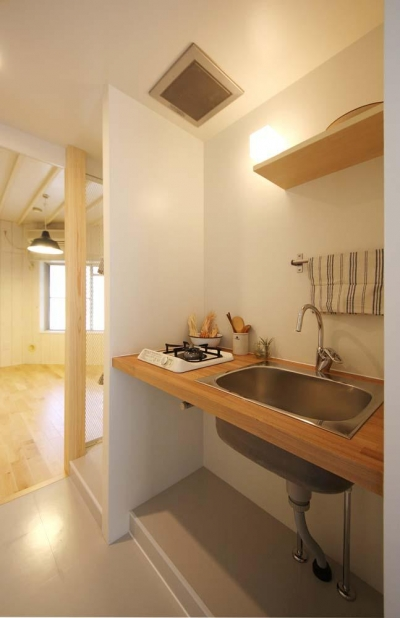 賃貸で自分らしい部屋に住む (シンプルで素朴なオリジナルキッチン)