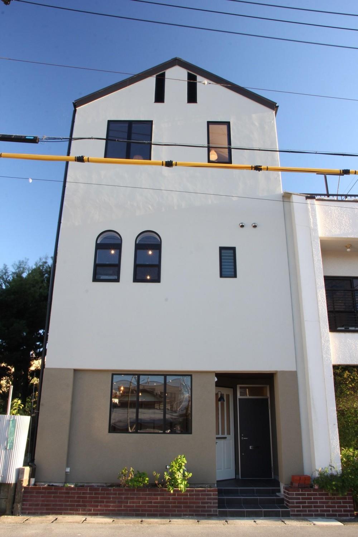 素材感を前面に押し出したヘアサロン兼住宅 (外装)