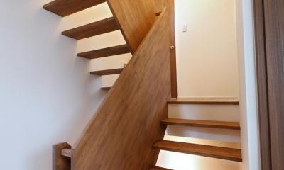 調布のガレージハウス (調布のガレージハウス_階段室)