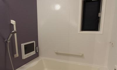 素材感を前面に押し出したヘアサロン兼住宅 (TV付き浴室)