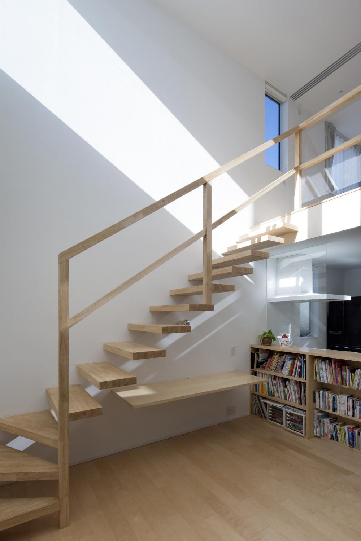 つながりの家 (つながりの家_ストリップ階段)