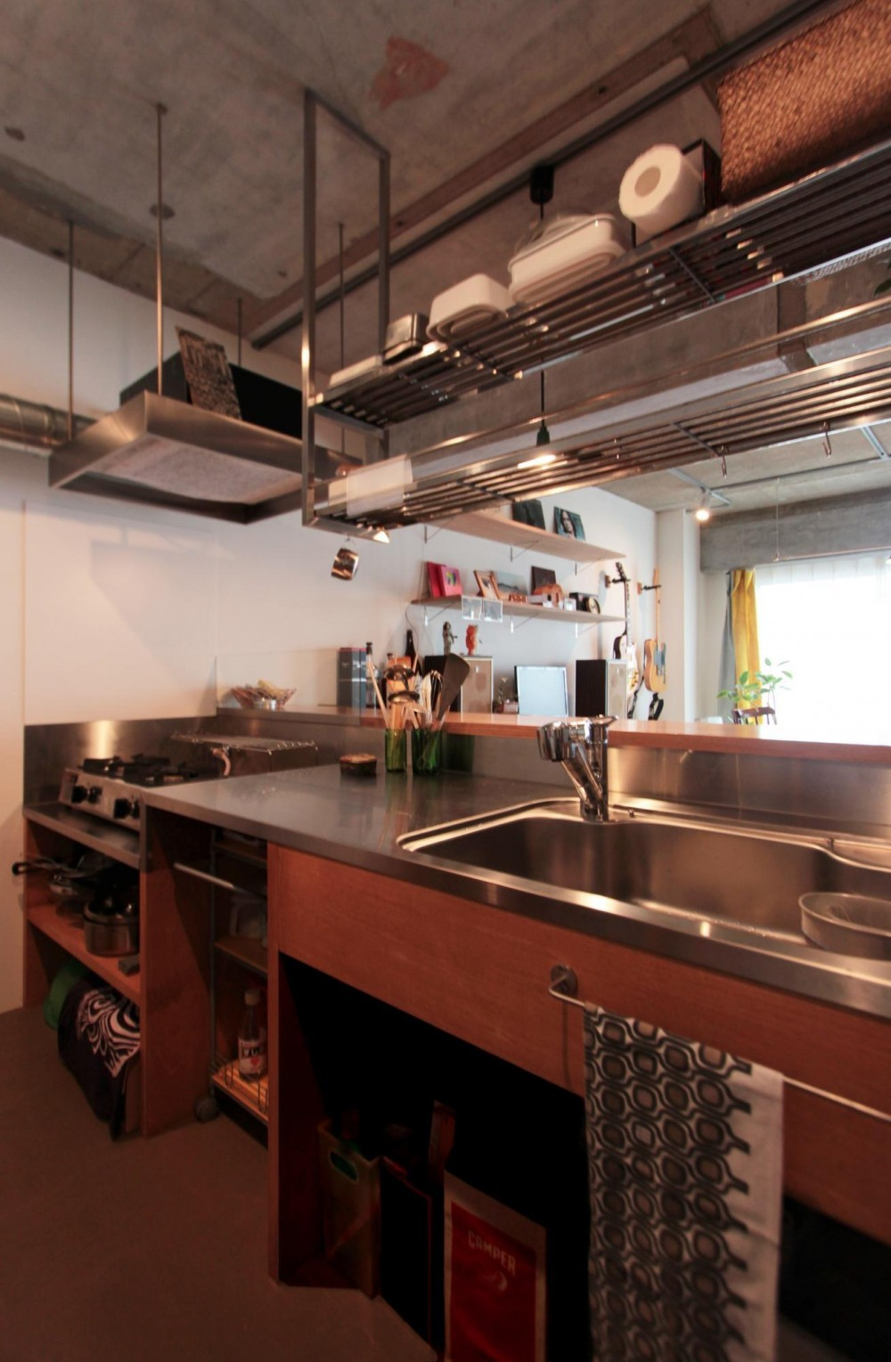 ひとつ屋根の下 (収納たっぷりの使い勝手の良い対面キッチン)