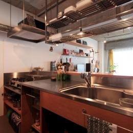 収納たっぷりの使い勝手の良い対面キッチン