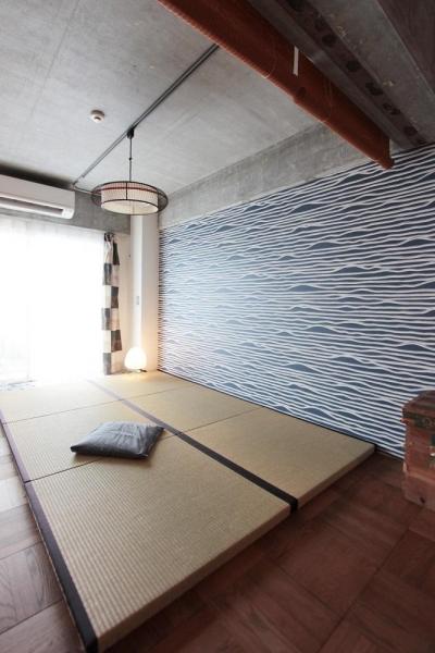 壁紙にもこだわった畳スペース (ひとつ屋根の下)