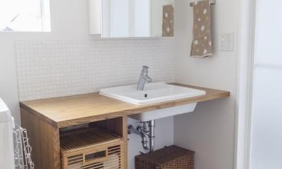 自宅兼アトリエ、美しく見せる区分けの秘密 (洗面台)