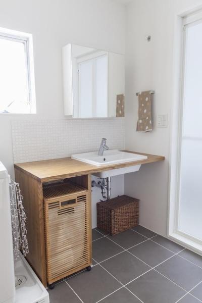 洗面台 (自宅兼アトリエ、美しく見せる区分けの秘密)