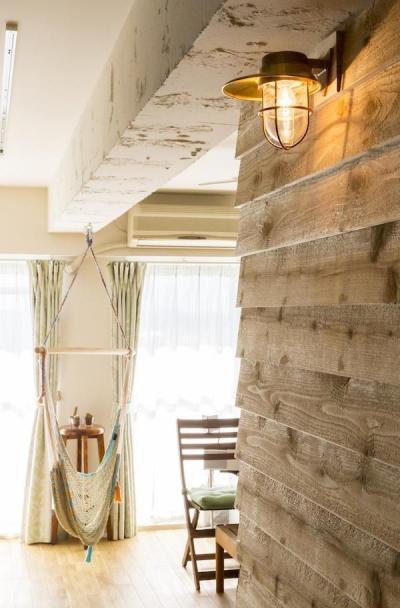 リビング (狭くて贅沢な寝室と、ハワイのコテージ)