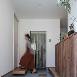 『矢野の家』  2階リビングの家 (玄関)