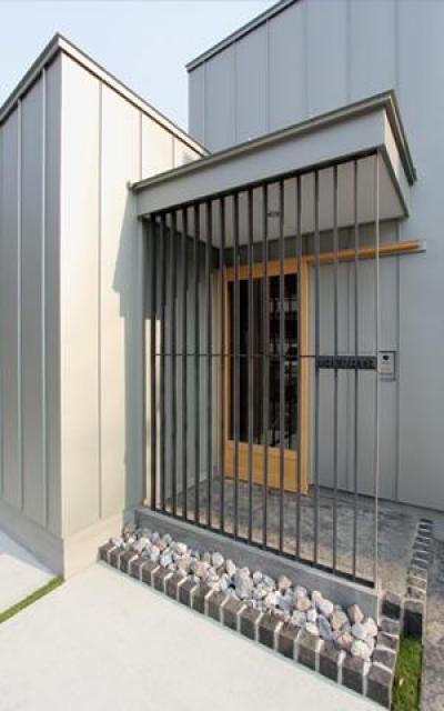 三葛の家 (格子のある玄関)