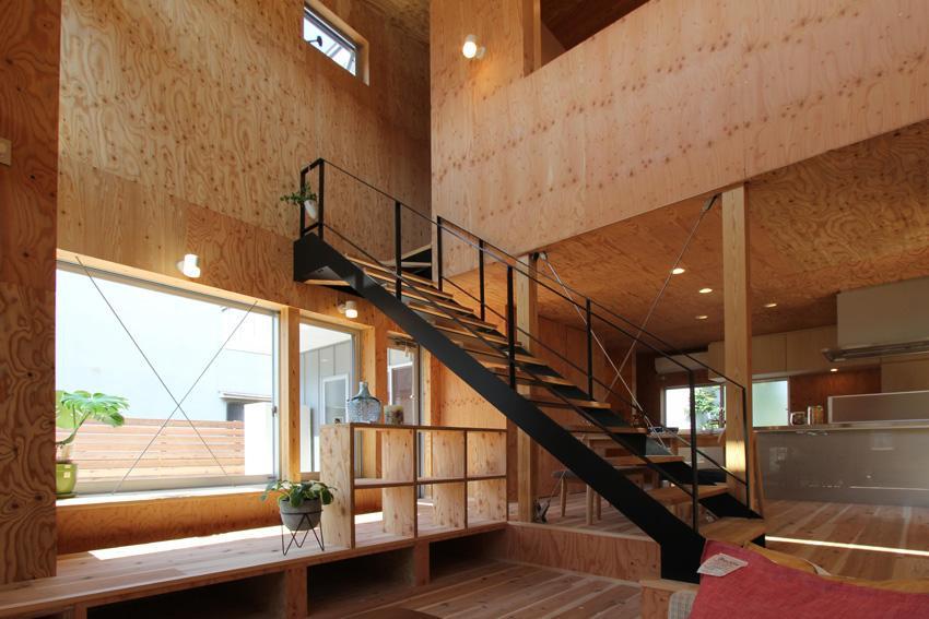 インパクトのある階段 (三葛の家)