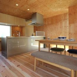 シンプルなキッチン (三葛の家)
