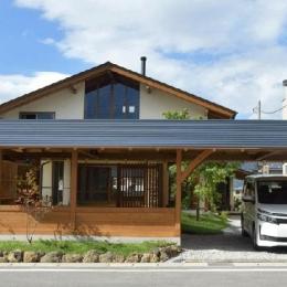長屋門を配置した伝統工法の住宅