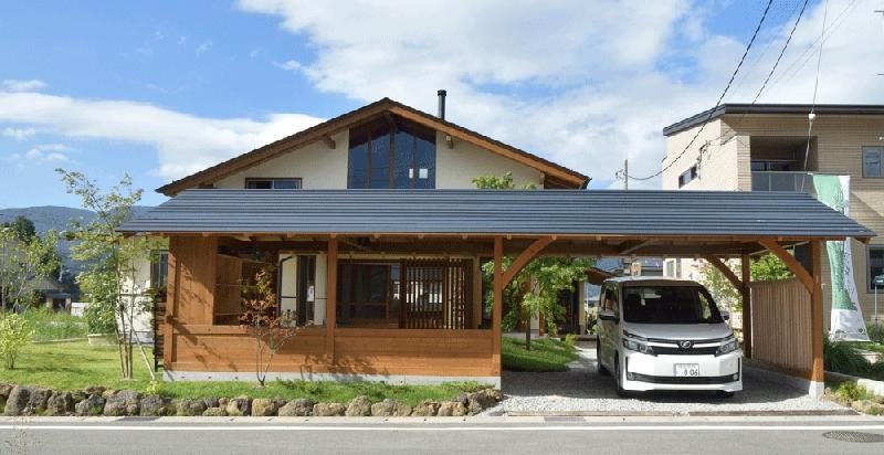 長屋門を配置した伝統工法の住宅 (河口湖の舎Ⅱ)