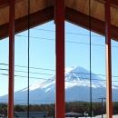 河口湖の舎Ⅱの写真 富士山の眺望を存分に楽しむことができる、屋根まで届く大窓