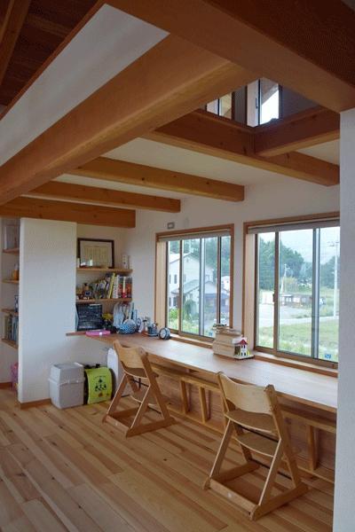 河口湖の舎Ⅱの部屋 造作デスクのあるスタディコーナー