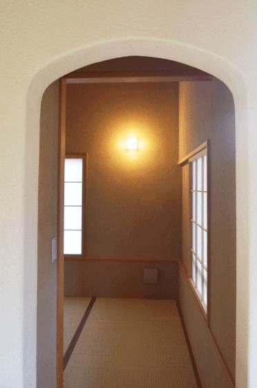 河口湖の舎Ⅱの部屋 アーチ型の和室入り口