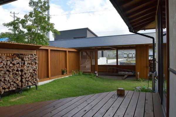 河口湖の舎Ⅱの部屋 ウッドデッキのある庭