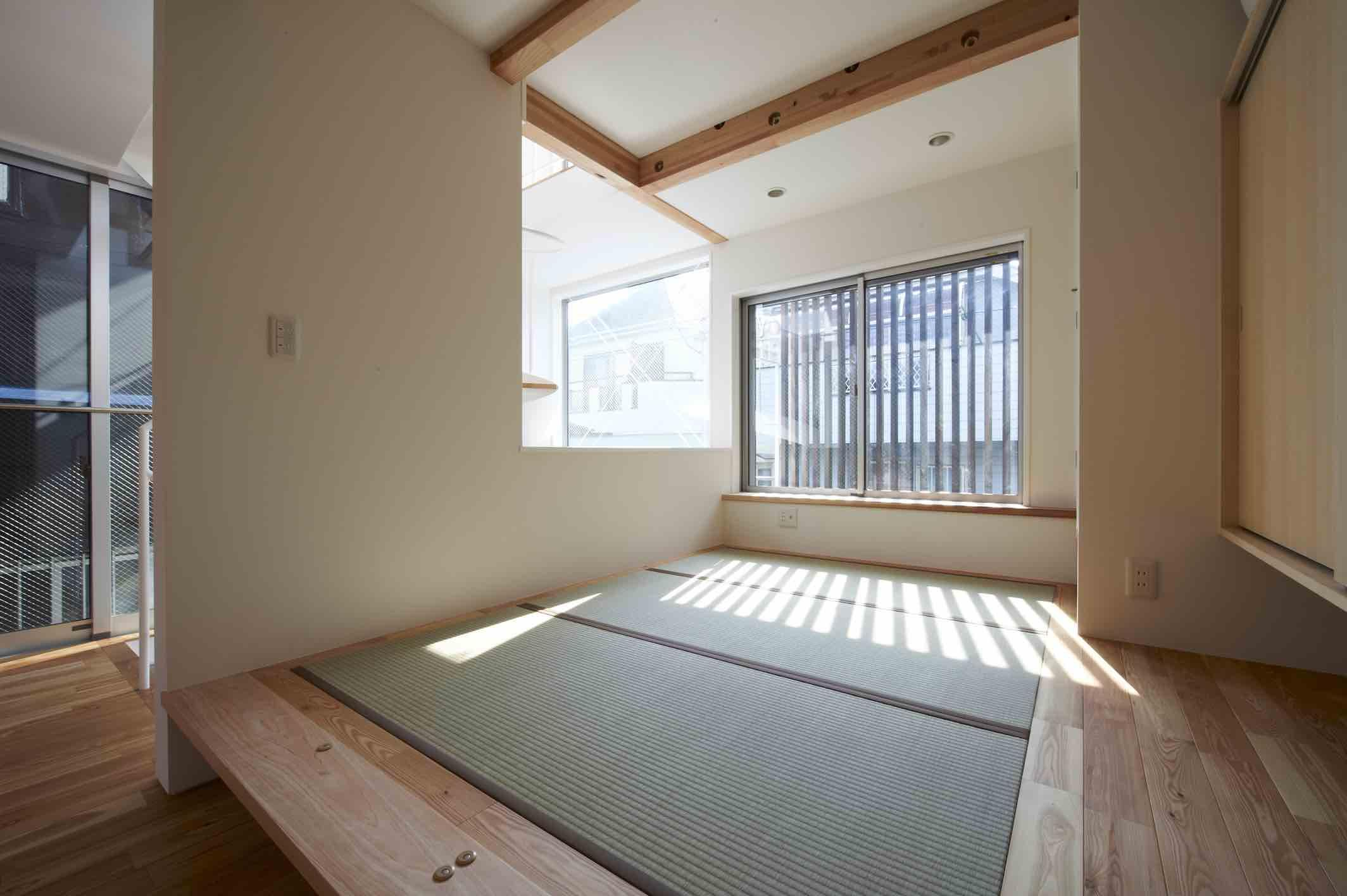 上水の家の部屋 光が差し込む小上がり和室
