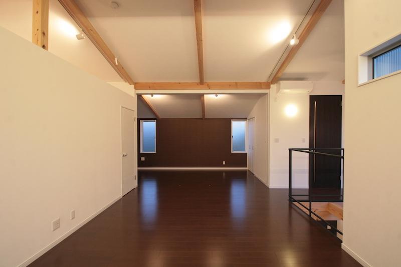 土間と吹抜のある家の部屋 開放的なリビング