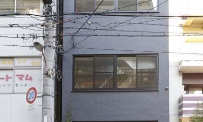都心のオーナー会社ビルが 光の降り注ぐ憩いの場に変身! (各フロア約20坪の4階建てビルのリノベーション)