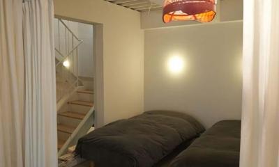 都心のオーナー会社ビルが 光の降り注ぐ憩いの場に変身! (鳥かご照明のある寝室)