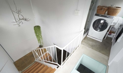 都心のオーナー会社ビルが 光の降り注ぐ憩いの場に変身! (屋上の階段室)