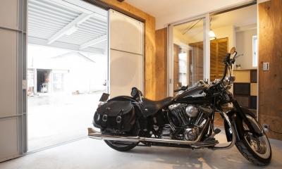 バイクガレージのある家 「WEST BASE」