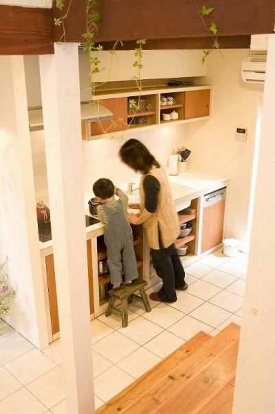 キッチン (大きな階段でつなぐ広々としたLDK)