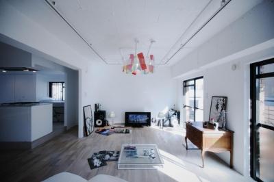 シンプルでモダンな雰囲気に溢れた空間 (アーバンライフを楽しむマンションリノベーション)