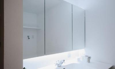 アーバンライフを楽しむマンションリノベーション (シンプルな洗面室)