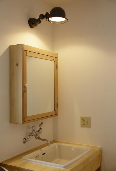好みに合わせたオリジナル洗面台 (住まう人のこだわりを映す家「ON FACT」)