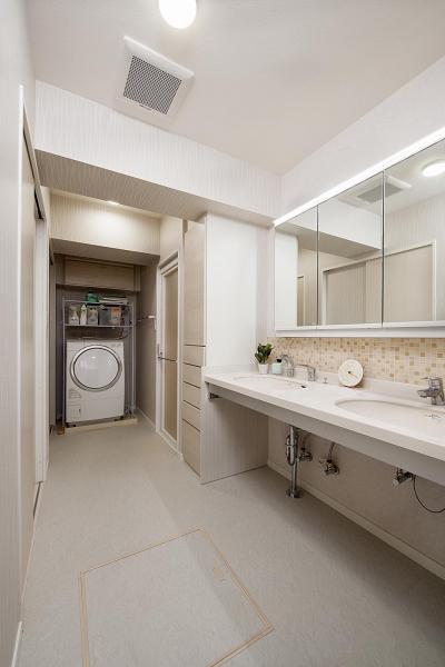 洗面所 (見えない所で高性能を追求。「住み心地はこんなに変わるなんて!」)