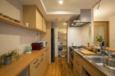 キッチン (働く30代ご夫婦の身体と心を癒す手作りのようなぬくもり感)