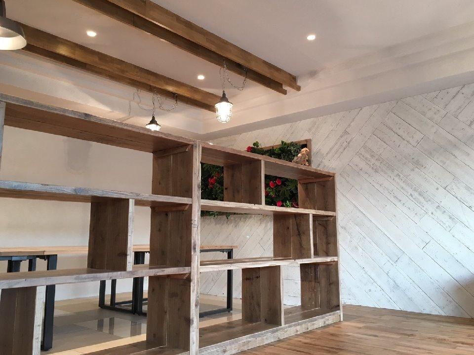 K様邸 渋谷の写真 変則的な造りの造作棚