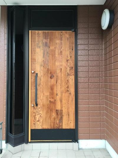 Y様邸 本厚木 / 戸建リノベーション (木を感じる玄関ドア)